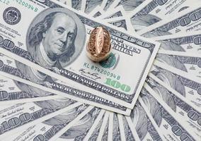 chevalière en or sur les USD