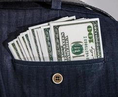 dollars dans votre poche. photo
