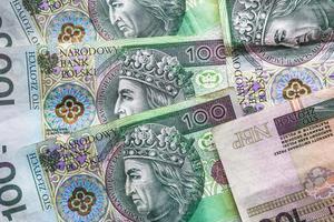 fond d'argent empilé de nombreux billets de banque polonais photo
