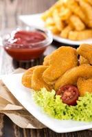 nuggets de poulet (avec frites) photo