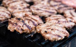 hamburgers sur le grill photo
