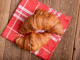 croissants frais photo