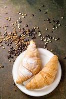 deux croissants photo