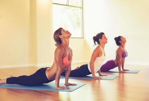 gens, pratiquer, cobra, pose, yoga, classe