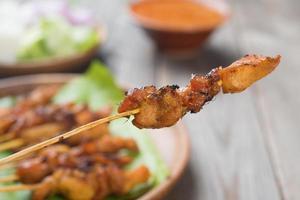 nourriture asiatique poulet satay