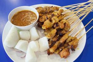 satay de porc à la sauce aux arachides