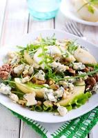 salade de poire, fromage bleu et noix photo