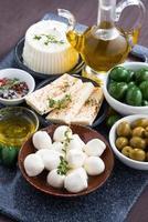 fromages - mozzarella, feta et cornichons, vertical photo