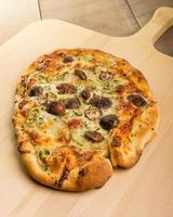 pizza artisanale au fenouil et aux champignons photo