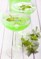 spritzer à la menthe dans des verres