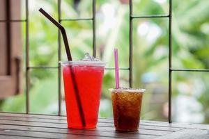 boissons gazeuses en verre photo