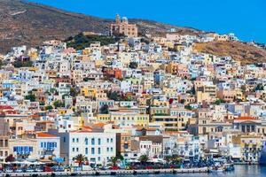Hermoupolis à l'île de syros en Grèce photo