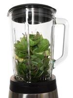 mélangeur avec des ingrédients pour un smoothie vert photo