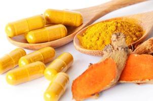 poudre de curcuma et produits de phytothérapie.