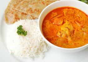 poulet au curry avec riz et roti