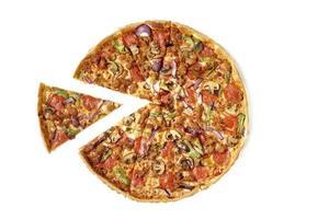 pizza aux légumes et au pepperoni