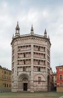 baptistère de parme, italie photo