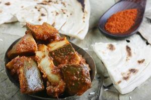 cornichon en tranches - un condiment indien. photo