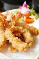 crevettes frites à la pâte photo
