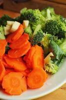 légumes frais - brocoli brocoli - carottes. photo