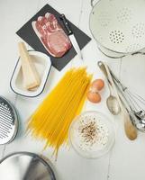 ingrédients de spaghetti carbonara photo