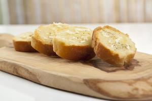 tranches de baguette avec tartinade photo