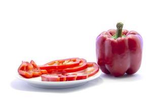 Chili rouge bell ingrédient de cuisine en tranches différentes avec maté cru photo