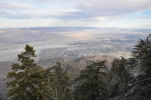 Vue depuis le tramway aérien de Palm Springs en Californie photo