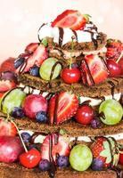 gâteau au chocolat avec des baies
