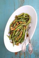 plat de haricots aux champignons, ail et sauce soja
