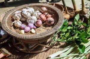 ensemble d'ingrédients d'épices aux herbes thaïlandaises photo