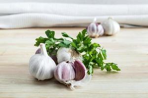 composition d'ail violet au persil photo