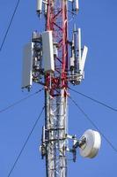 tour de télécommunications moderne. photo
