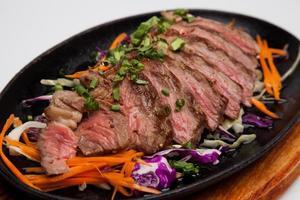 steak de boeuf chauffer une poêle photo