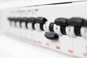 fusible éteint dans le boîtier électrique, court-circuit. photo