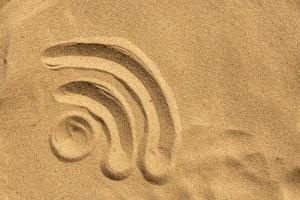 signe wifi sur la plage photo