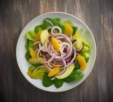 salade d'oignons rouges et de pommes