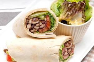 sandwich au rouleau de pain pita au poulet kwta shawarma