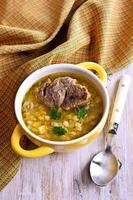 soupe à l'orge perlée et à la viande photo