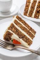 morceau de gâteau aux carottes