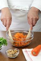 faire une salade de carottes râpées photo