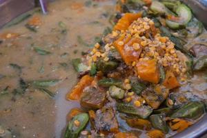 soupe de légumes mélangés épicée.