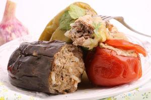 aubergine farcie poivron tomate chou feuilles viande hachée avec riz