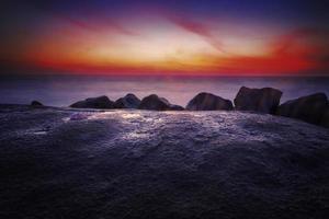 le rocher du coucher du soleil photo