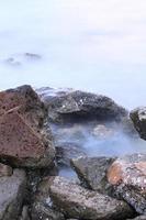 vagues et rochers longue exposition