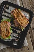 sandwich sur la table photo