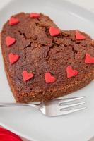 gâteau brownie en forme de coeur photo