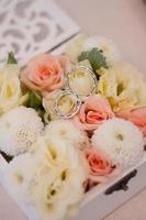 bouquet de fleurs de mariage dans une boîte photo