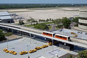taxis en attente à l'aéroport de tampa photo