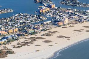 vue aérienne sur la plage de floride près de st. Pétersbourg